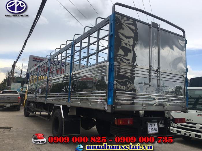 Phía sau xe tải Dongfeng B180 thùng mui bạt