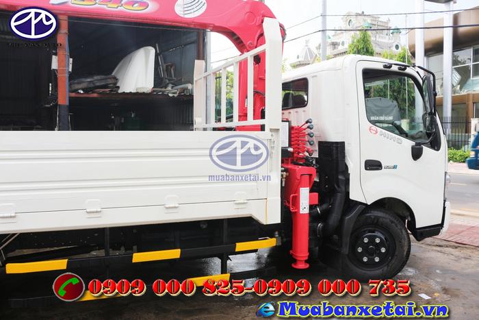Đầu xe tải Hino FC9JLSW 6.4 tấn gắn cẩu UNIC URV340 3 tấn