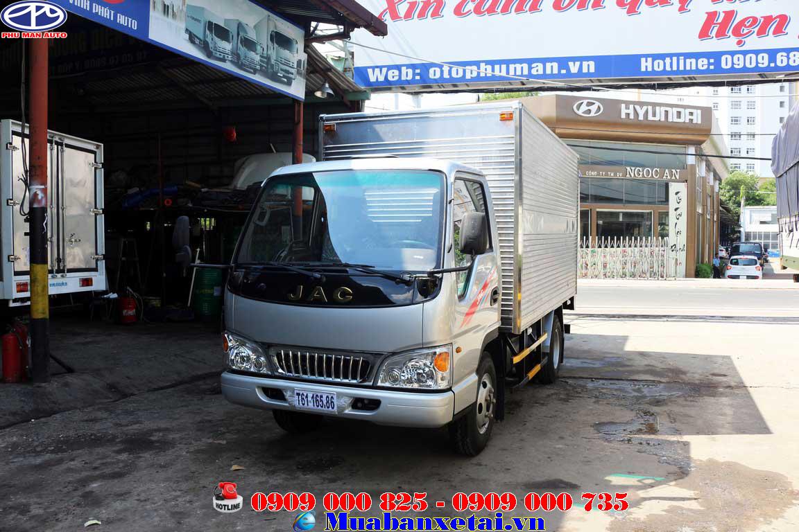 Xe tải JAC 2.4 tấn Thùng kín