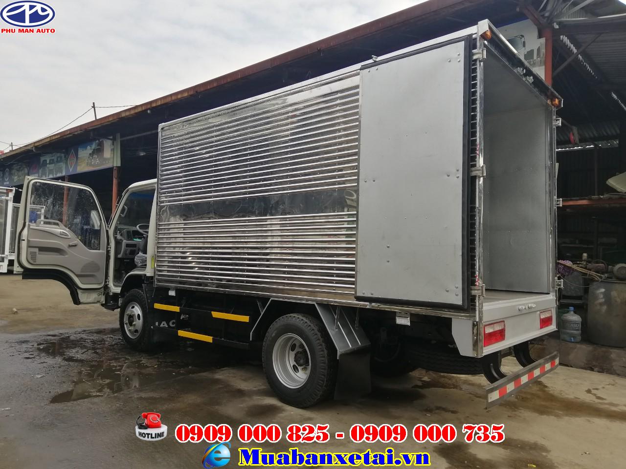 Xe được trang bị bình chứa nhiên liệu lớn với dung tích chứa lên đến 80 lít.
