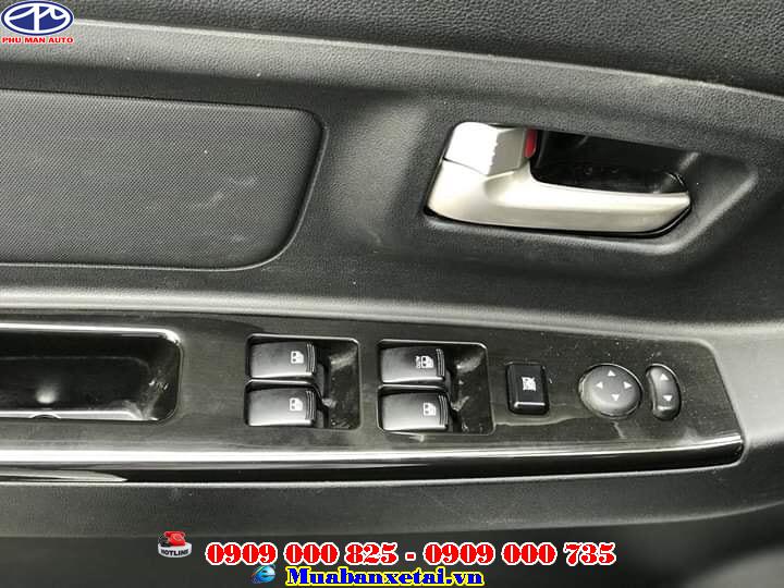 Bảng điều khiển xe tải kenbo 7 chỗ tiện lợi bằng các nút được tích hợp trên vô lăng